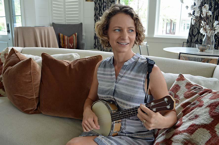 Strumming on the banjo uke